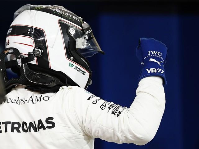 Bottas élete első F1-es pole-ját szerezte meg Bahreinben