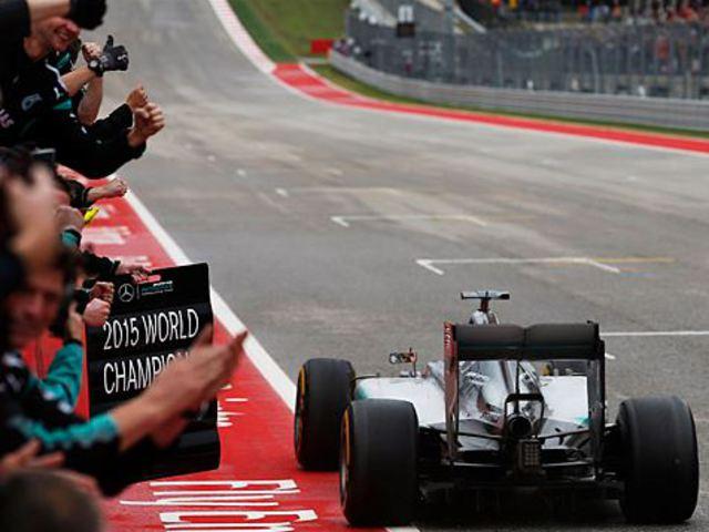 F1 Hamilton győzött és háromszoros világbajnok lett az őrült austini futamon