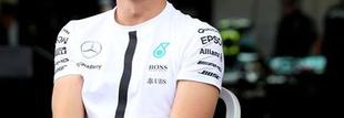 F1 Rosberg a Red Bullok előtt a 2. szabadedzésen Mexikóban