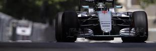 F1 Rosbergé a pole, Hamilton esett-kelt, és autót tört Bakuban