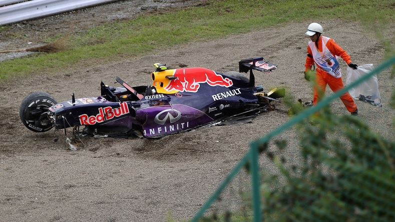F1 Kimi csalódott, Vettel sajnálkozik, a Renault megment, Alonso cáfol - Villámhírek az elmúlt 24 órából