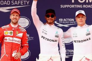 Hamilton örül, hogy a Ferrarikkal harcolhat