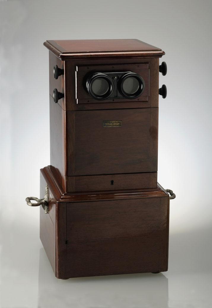 asztalisztereonézőkészüléküvegdiákhoz1910esévek.jpg