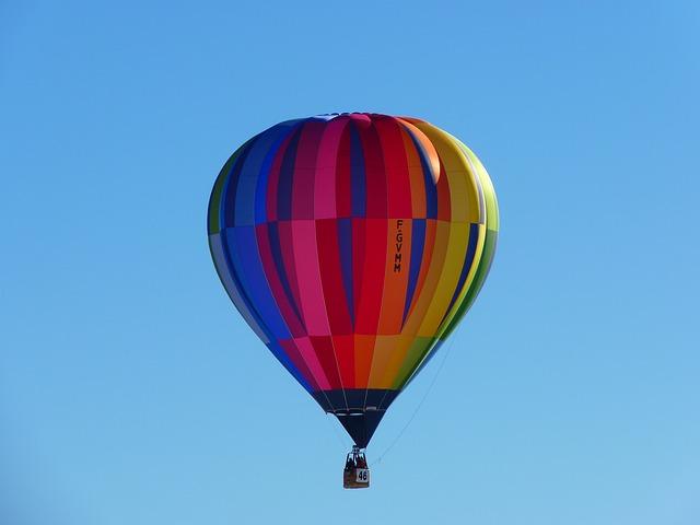 hot-air-balloon-4761_640.jpg