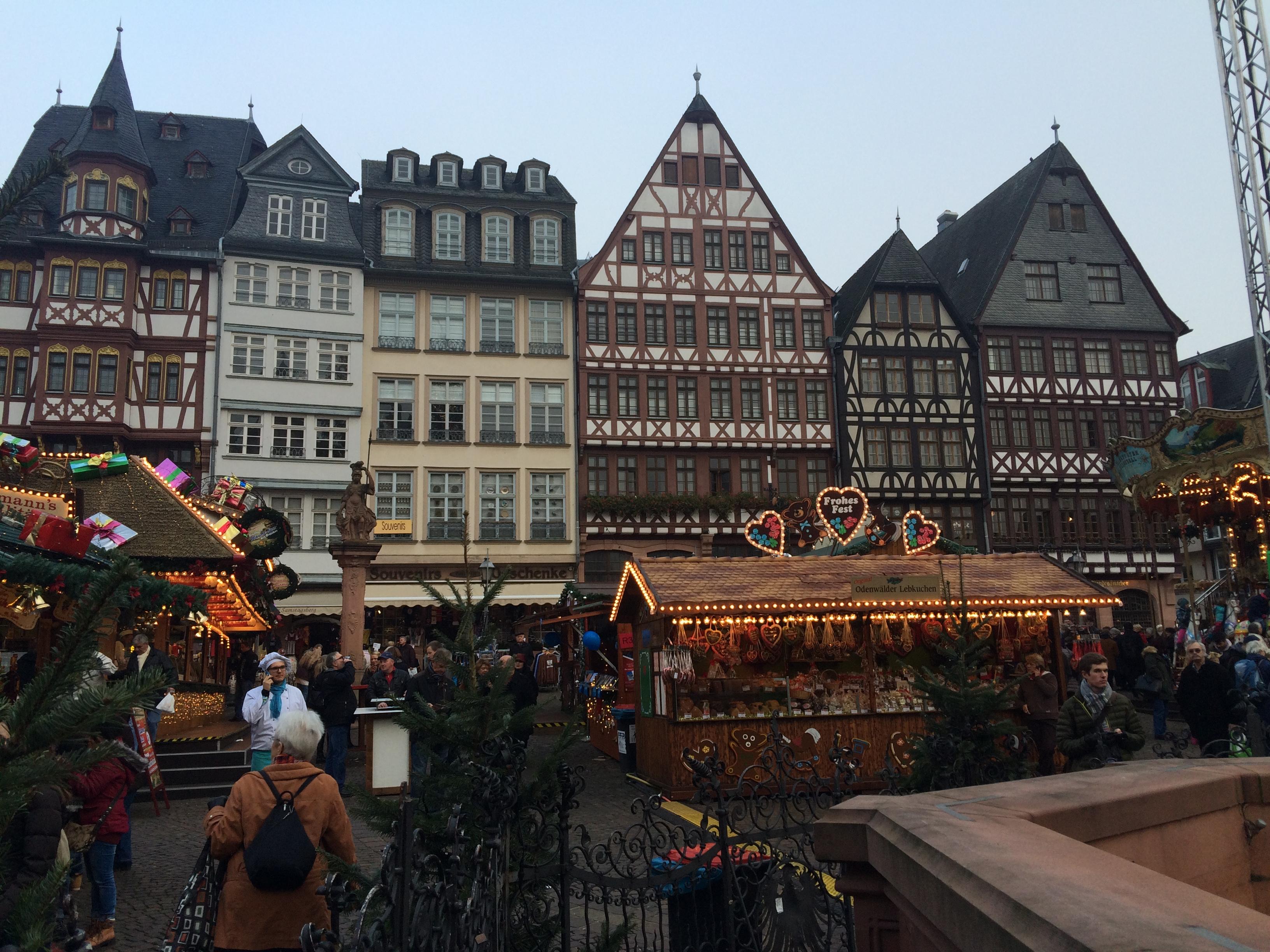 Popcorn és sült kolbász - a Frankfurti Karácsonyi Vásár képekben