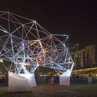 Nyomtatott fényművészeti installáció Szingapúrban
