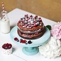 Mascarponés csokoládékrémes torta erdei gyümölcsökkel