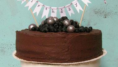 Csokikrémes zászlós torta