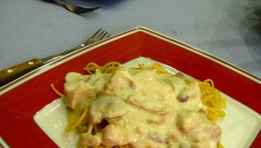 Gombás-csirkés tejfölös tészta