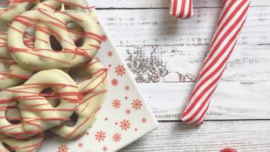 Mandulás csokis tésztából 3 féle édesség (csokis perec, marcipános hópehely keksz, szilvalekváros csillagocskák)