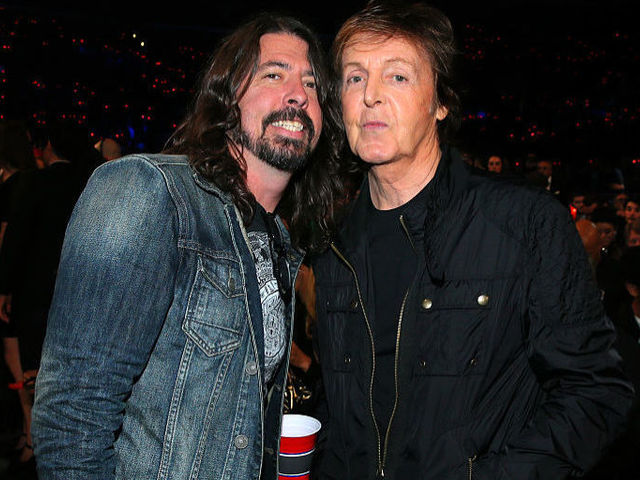 Paul McCartney dobol az új Foo Fighters lemezen