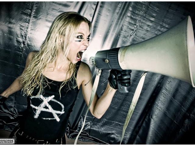 Extrém zenével tér vissza a metal istennő