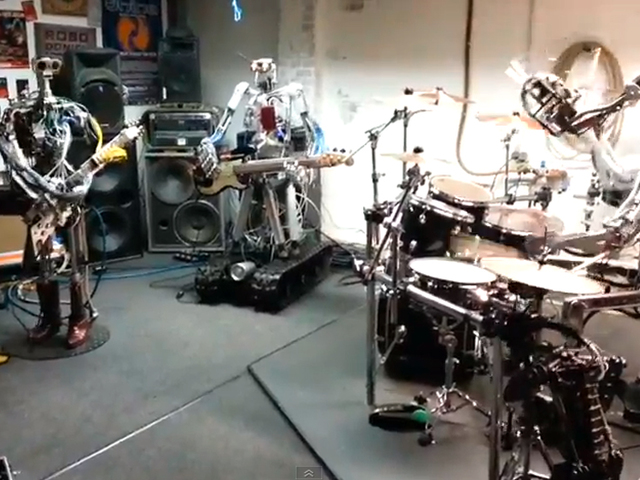 Ezt is megéltük: robotok nyomják a rockot!