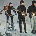 Elárverezik Paul McCartney pulcsiját