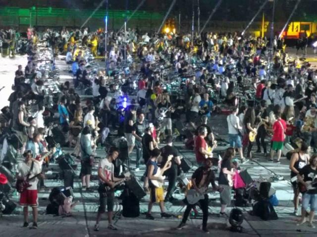 Ezer ember játszotta egyszerre a Smells Like Teen Spiritet