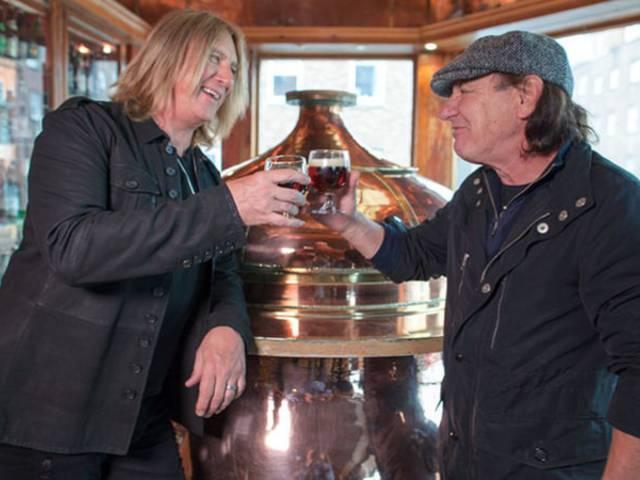 Az AC/DC helyett utazós műsorban tér vissza Brian Johnson