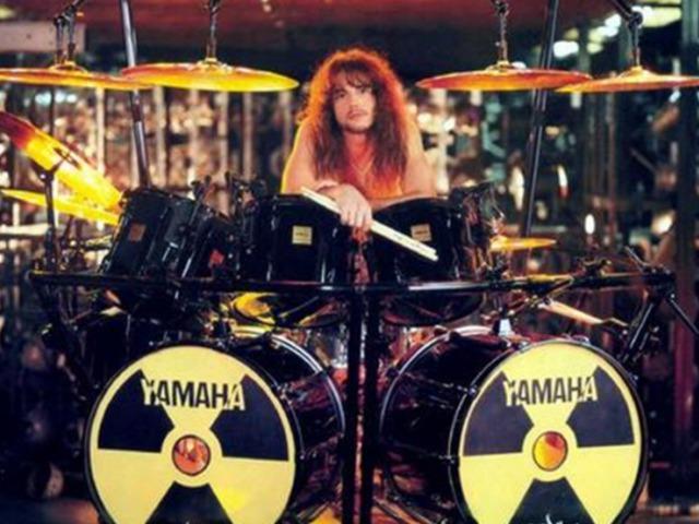 Koncert közben meghalt a Megadeth volt dobosa