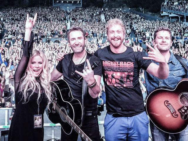Avril Lavigne váratlanul fellépett a Nickelback-kel