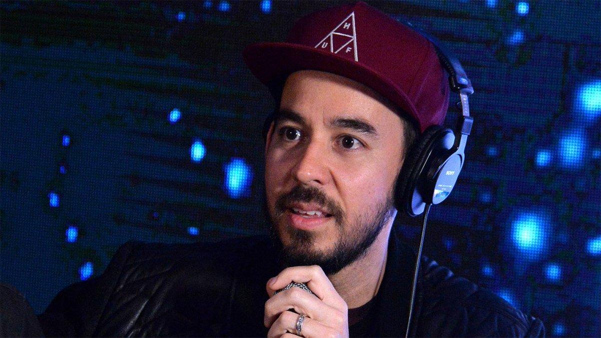Mike Shinoda<br />Shinoda lehet a legkézenfekvőbb megoldás, Chester mellett ő vokálozik a Linkin Parkban, kérdés, hogy egyedül elég volna-e a frontember pótlására.