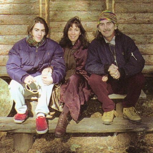 Második feleségével, Oliviával és fiával, Dhanival