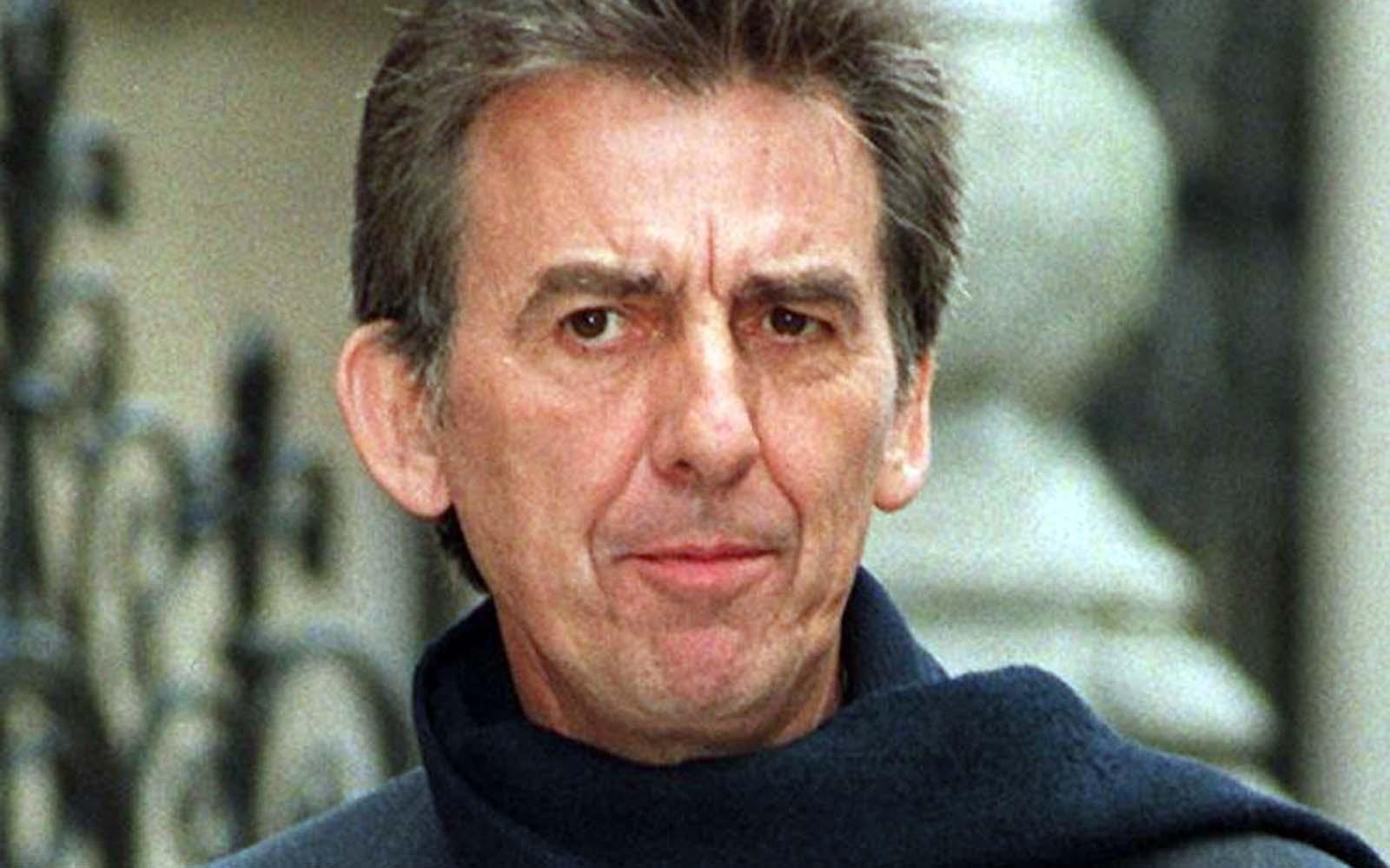 George Harrison 2001. november 29-én hunyt el Los Angelesben