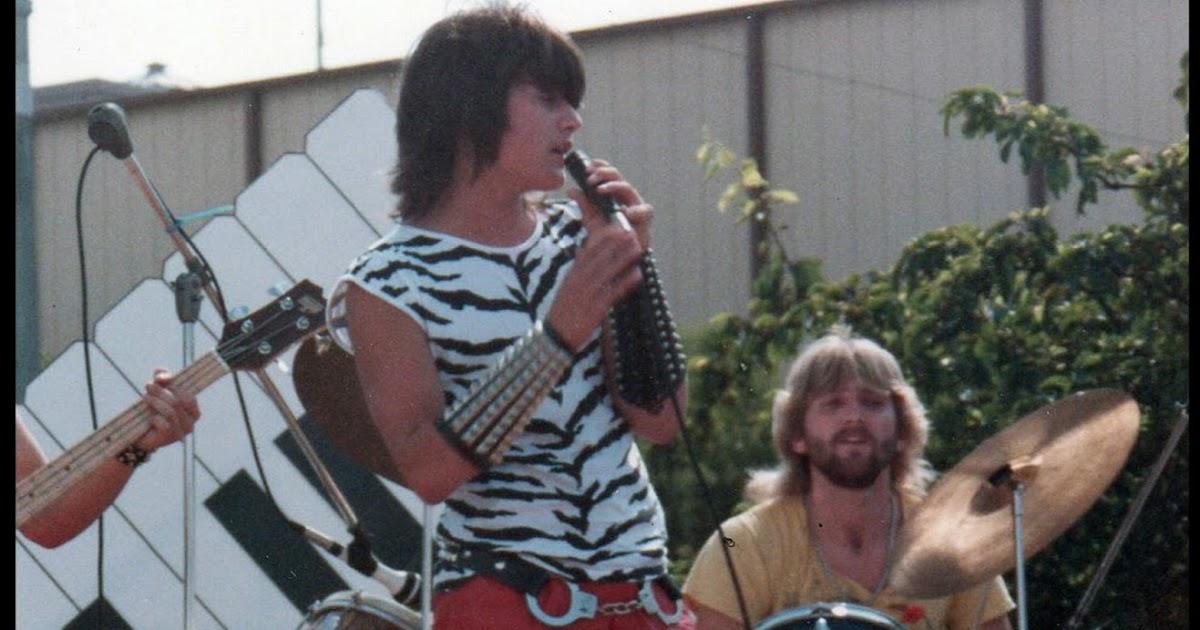 1984-ben a Gemini zenekarban énekelt