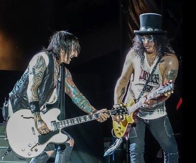 3. Slash, Richard Fortus (Guns N' Roses)