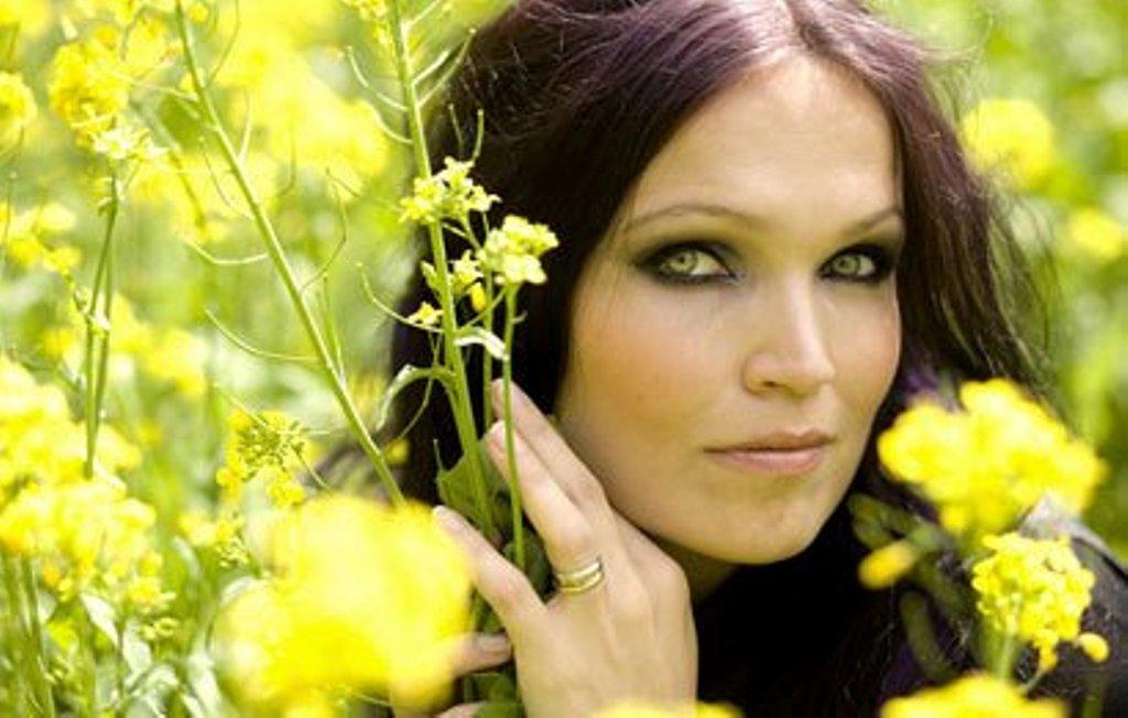 Tarja Turunen<br />Az operaénekesi hanggal rendelkező Tarja Turunen miatt fedezte fel magának a világ a Nightwish zenekart, a finn bandát 2005-ben hagyta ott, azóta szólólemezeket készít. A Nightwish tagjai Tarja férjét okolták, szerintük az üzletember rossz irányba befolyásolta feleségét.