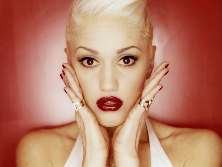 Gwen Stefani<br />Talán sokan felkapjátok a fejeteket, miképp sorolhattuk Gwen Stefanit a rockénekesnők táborába. Ám ne feledjétek: a No Doubttal bizony hosszú éveken át ugrándozott a színpadon, és a ska-s beütésekkel operáló banda nélküle semmire sem vitte volna.
