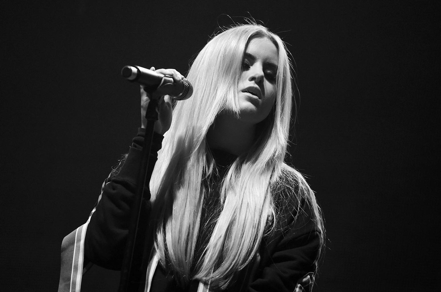 Kiiara<br />Ez a gyönyörű hangú énekesnő a Heavy című dalban vendégszerepelt a Linkin Parkban. Érdekes váltás volna, ha férfi énekes helyett ezután egy énekesnő vokálozna.