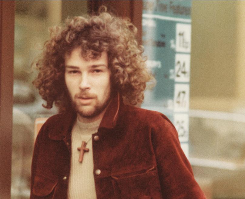 Chris Bell (1951. január 12. – 1978. december 27.)  A Big Star gitárosa 1978. decemberében elvesztette az irányítást sportautója felett és egy villanypóznának csapódott, mely azonnal megölte őt.