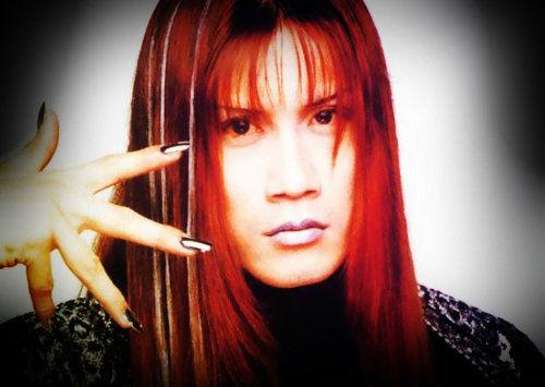 Ukyō Kamimura Kami (1972. február 1. – 1999. június 21.)  Malice Mizer dobosa 1999-ben álmában halt meg halt meg agyvérzésben.