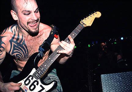 Bryan Ottoson (1978. – 2005. április 19.)  American Head Charge zenekar 2005-ös turnéjuk közben vesztette el szeretett gitárosát. A banda holtan találta a fiatal zenészt saját turnébuszában.