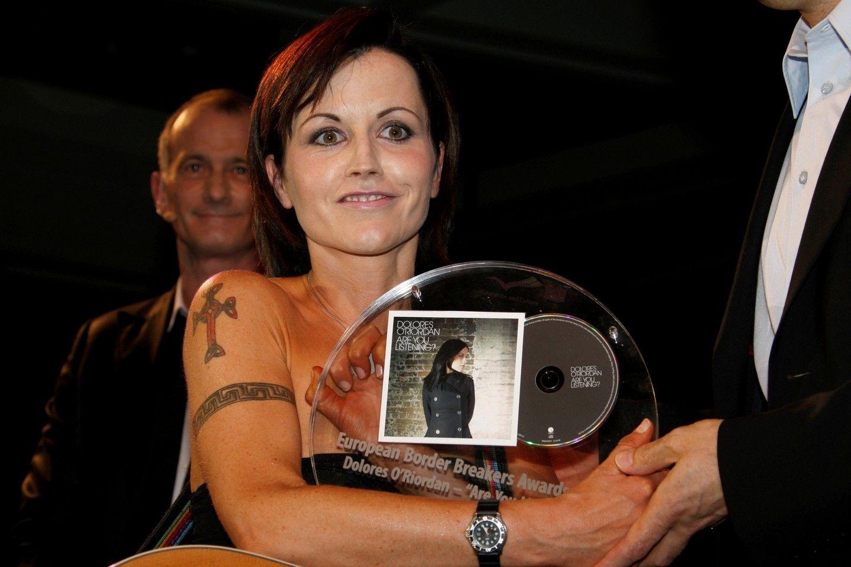 Dolores nyerte a European Border Breakers díjat, melynek átadója a franciaországi Cannes-ben volt 2008. januárjában.