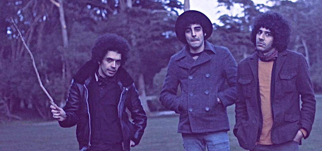 Souroush Farazmand (The Yellow Dogs) (1986. – 2013. november 11.)  A The Yellow Dogs gitárosát Brooklynban gyilkolta meg egy fegyveres férfi 2013 novemberében 27 éves korában. A támadó rajta kívül megölte a zenekar dobását, Arash Farazmand-et, valamint egy barátjukat Ali Eskandarian-t is. (kép: baloldalt Ali Eskandarian, középen Arash Farazmand, jobbra Souroush Farazmand)