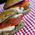 Hátizsákból: füstös, pikáns szendvics