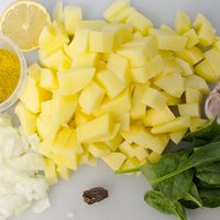 Curry-s spenótos krumplileves