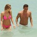 Ilary Blasi pink bikiniben