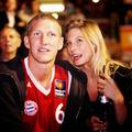 Schweinsteiger és Sarah kosármeccsen