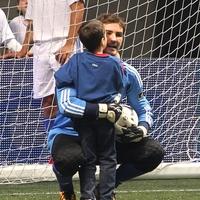 Casillas és Sara egy jótékonysági focimeccsen