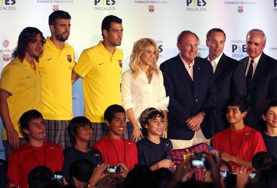 http://m.blog.hu/fu/futballistafeleseg/image/Shakira+Attends+Pies+Descalzos+Press+Conference+Z0PgvLwKDg-l.jpg