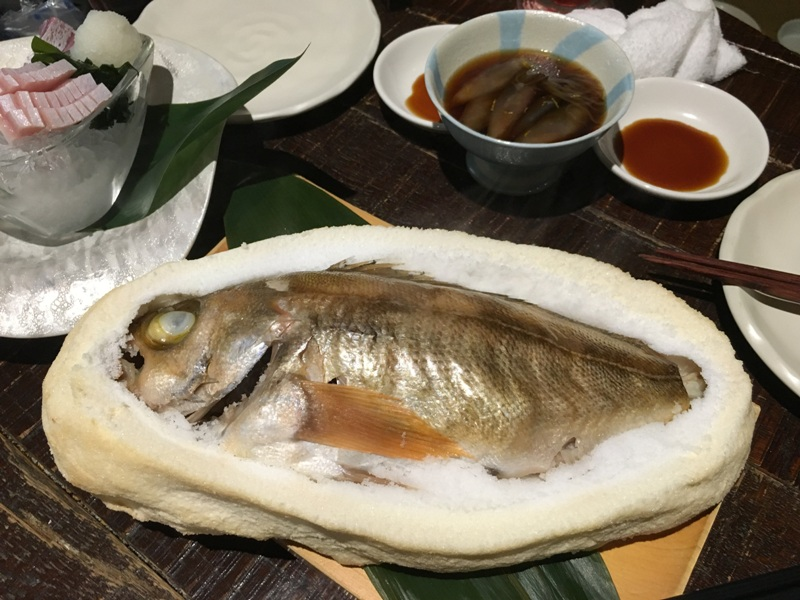 sóban sült hal<br />fish baked in salt