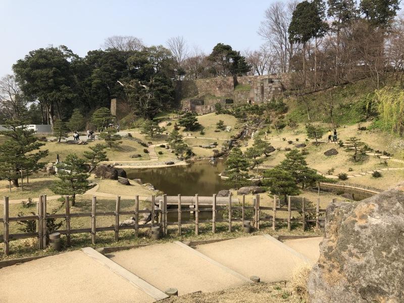 a kastély kertet tavaly állították vissza a Meidzsi-korszakbeli állapotába<br />the garden of the castle was restored to its Meiji period look last year