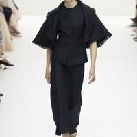 Krémszínű pillanatok a Dior kifutóján