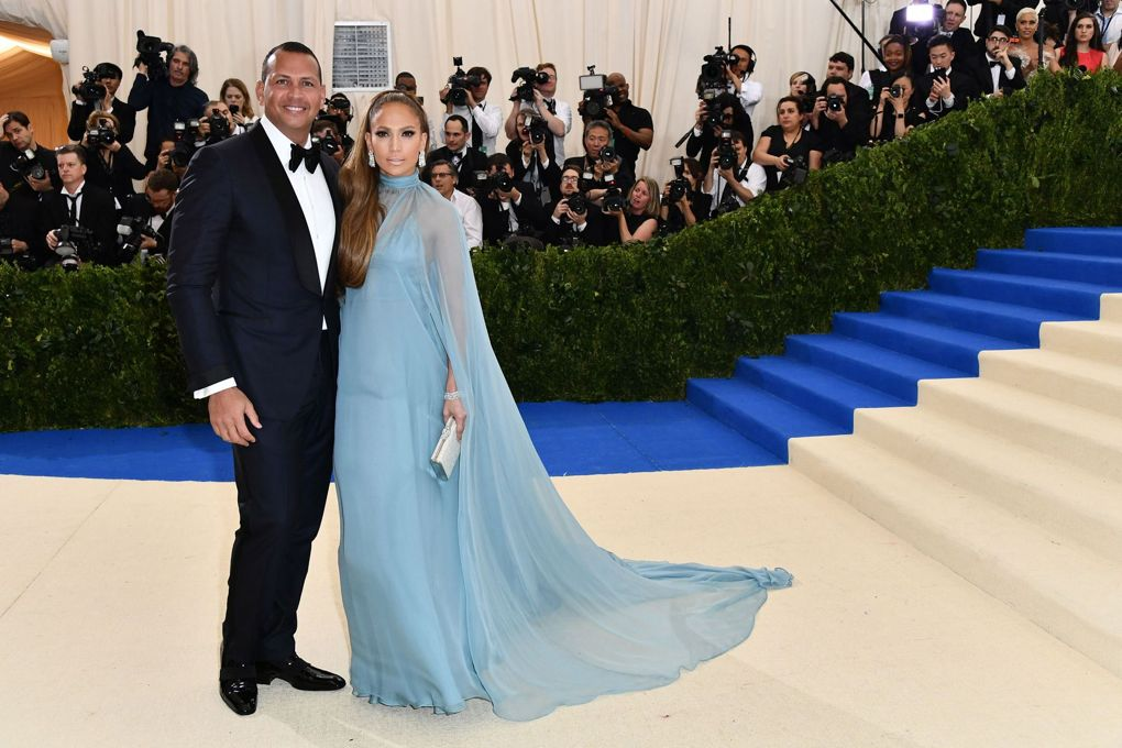 alex_rodriguez_and_jennifer_lopez_who_arrived_in_valentino.jpg