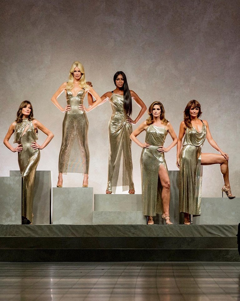 the_90s_supermodels_carla_bruni_claudia_schiffer_naomi_campbell_cindy_crawford_helena_christensen_are_back_for_a_tribute_to_gianniversace_versacess18_versacetribute_mfw.jpg