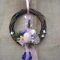 Frissen készült húsvéti kopogtató koszorúk