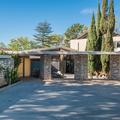 Luc Bessoné lett a legendás hollywoodi villa