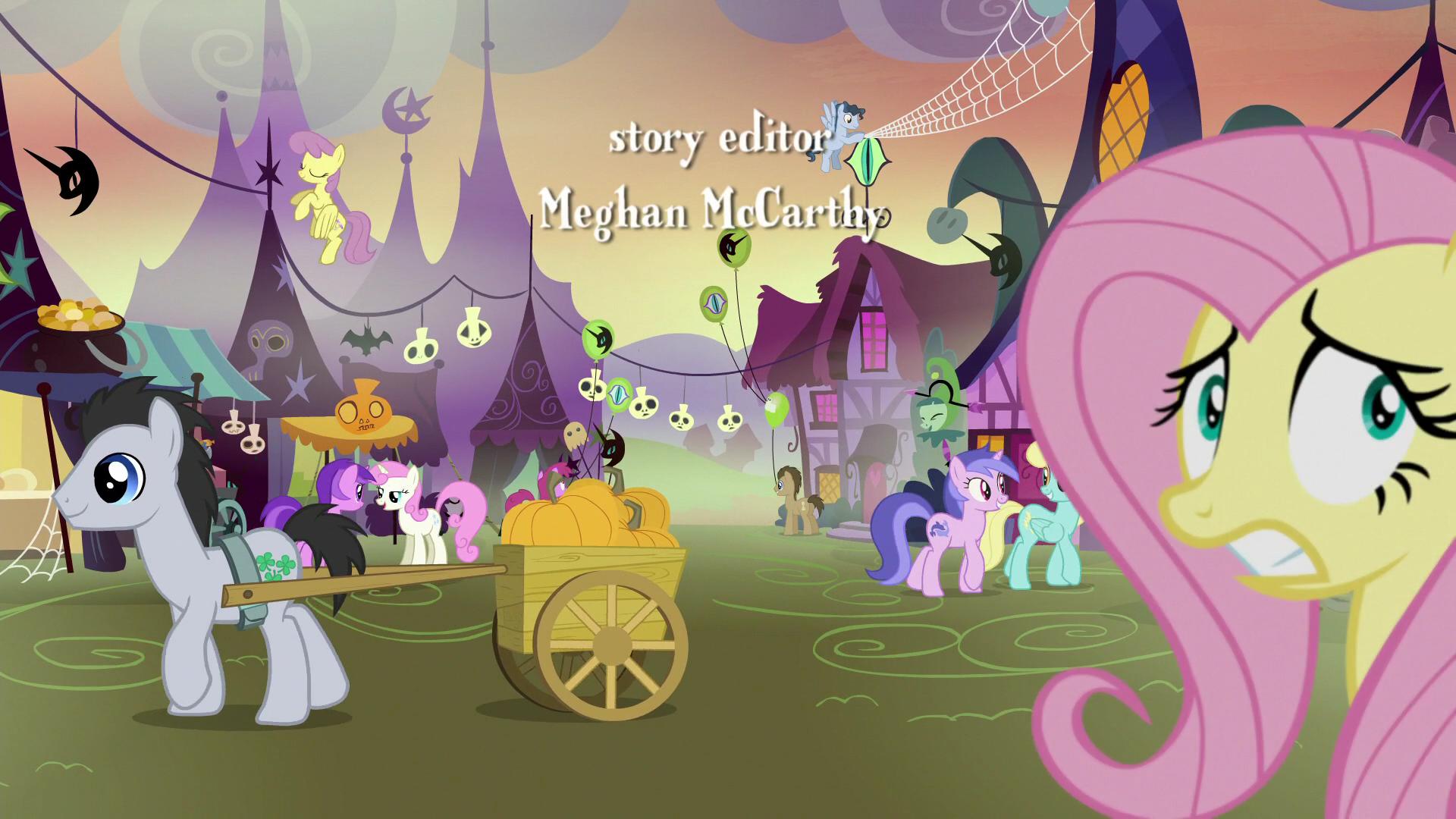 fluttershy_nervously_wandering_ponyville_s5e21.png