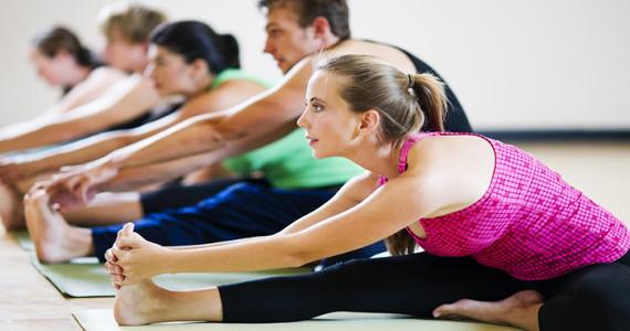 hatha-vinyasa-thursday-yoga-class-570x300.jpg